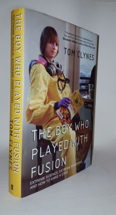 THE BOY WHO PLAYED WITH FUSION Extreme Science Extreme Parenting and How to Make a Star. CLYNES Tom.
